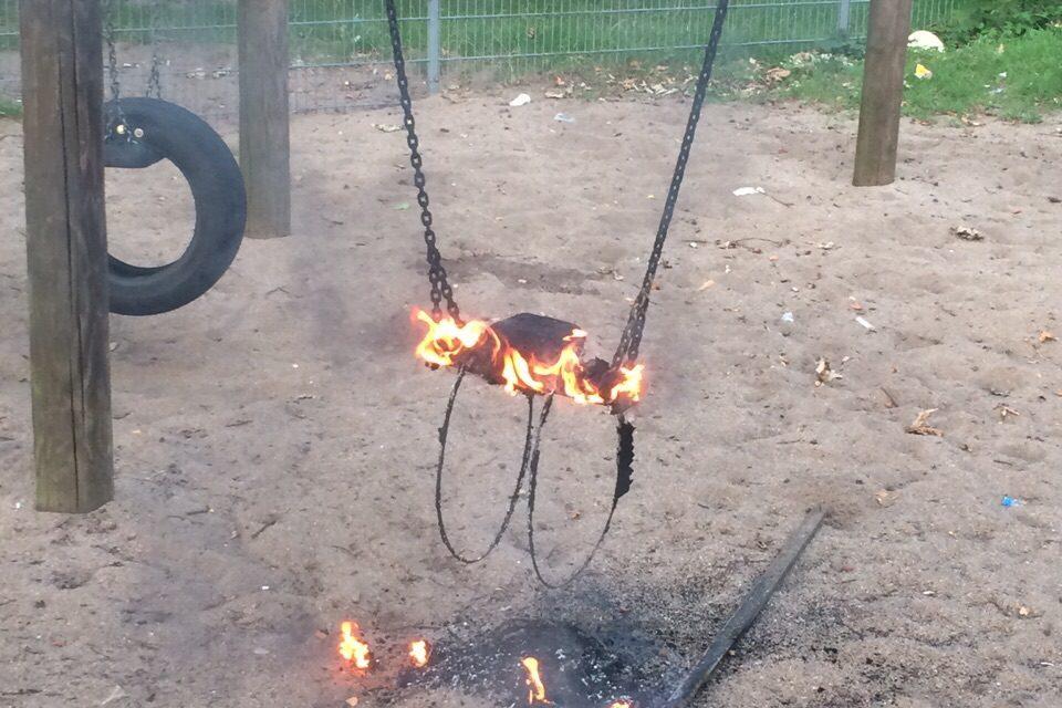 Brennt Kinderschaukel