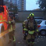 Ein Atemschutztruppe bereitet sich auf den Einsatz vor