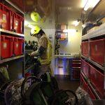 Die Atemschutzgeräte werden nach dem Einsatz wieder einsatzbereit gemacht