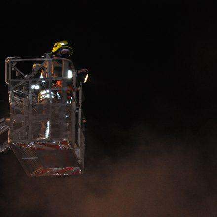Atemschutzgeräteträger im Korb der Drehleiter. Bild: KFV Pinneberg
