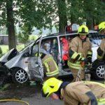 Die Personen im Fahrzeug sind gegen evtl. Splitter mit einer Folie geschützt worden