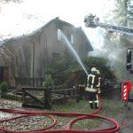 Schon beim Eintreffen der ersten Kräfte, war der Dachstuhl durchgebrannt