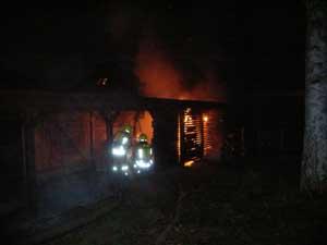 Brandbekämpfung im Carport