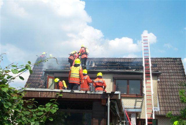 Die Dachpfannen mussten teilweise entfernt werden