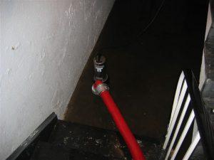 Nur wenn des Wasser schon deutlich über 10 cm gestiegen war, konnten unsere Pumpen eingesetzt werden. Darunter wird das Wasser nicht angesaugt