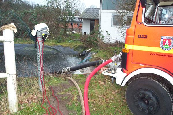 Aus dem Feuerlöschteich wurde das Wasser für den Löschangriff entnommen