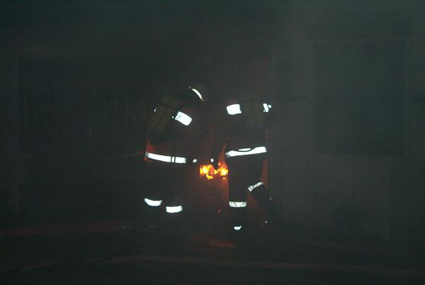 Beim Eintreffen der ersten Einsatzkräfte brannten die komplette Einrichtung des Technikraumes lichterloh