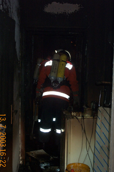 Die Kellerräume konnte nur mit Hilfe von Atemschutzgeräten betreten werden