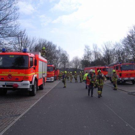 Fahrzeuge der FF Pinneberg an der Einsatzstelle