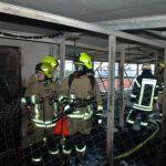 Selten konnten wir nach einem solch großen Feuer eine so aufgeräumte Einsatzstelle hinterlassen. Fast kein Wasser in der Etage des Speichers und alle Wohnungen darunter sind trocken, als wäre nichts gewesen