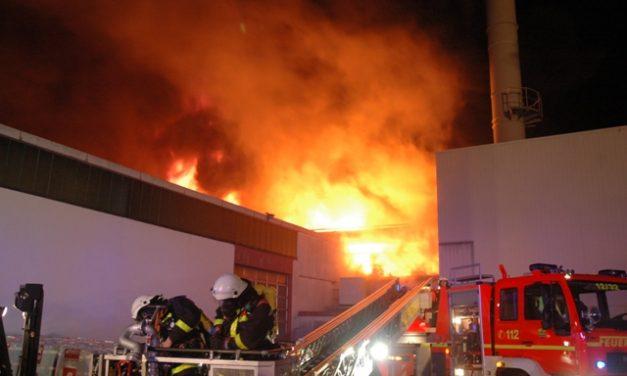 brennt Produktionshalle