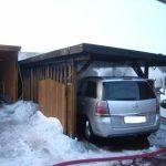 Das direkt daneben stehende Carport wurde nur leicht beschädigt