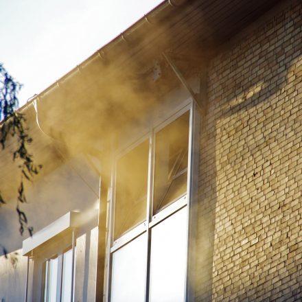 Rauchentwicklung aus dem Obergeschoss