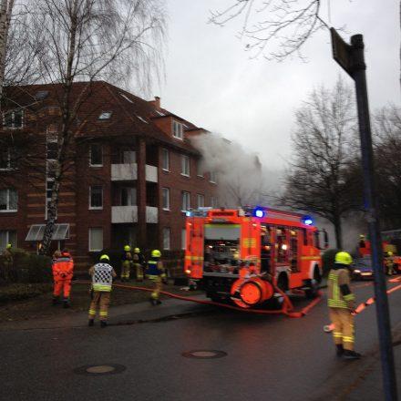 Der Rauch wird durch den Hochdrucklüfter aus der Wohnung gedrückt