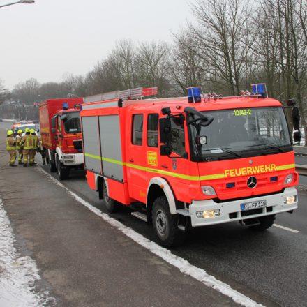 Fahrzeuge auf der Brücke in Thesdorf