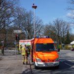 Einsatzleitwagen und HLF 1 auf der gesperrten Straße Thesdorfer Weg