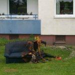 Das Sofa wurde durch zwei Kinder beim Spielen mit dem Feuerzeug in Brand gesetzt