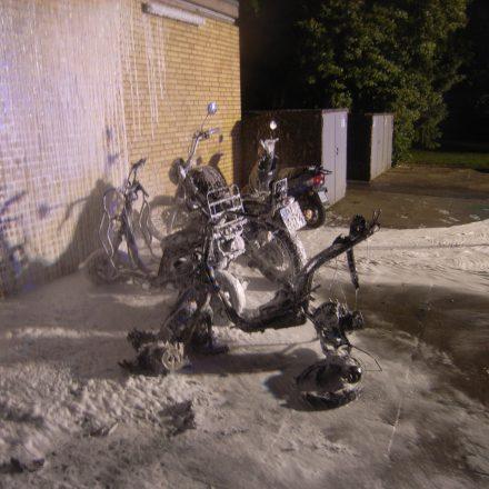 Die Überreste der Motorroller.