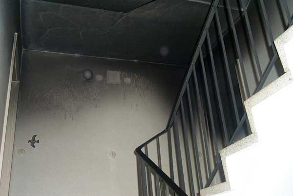 Durch die geöffnete Wohnungstür verqualmte das Treppenhaus sehr schnell