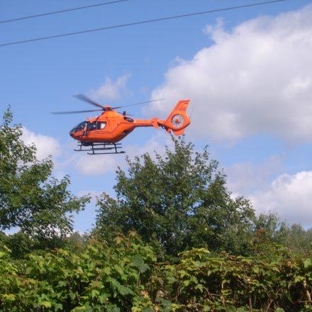 Der Rettungshubschrauber kurz vor der Landung