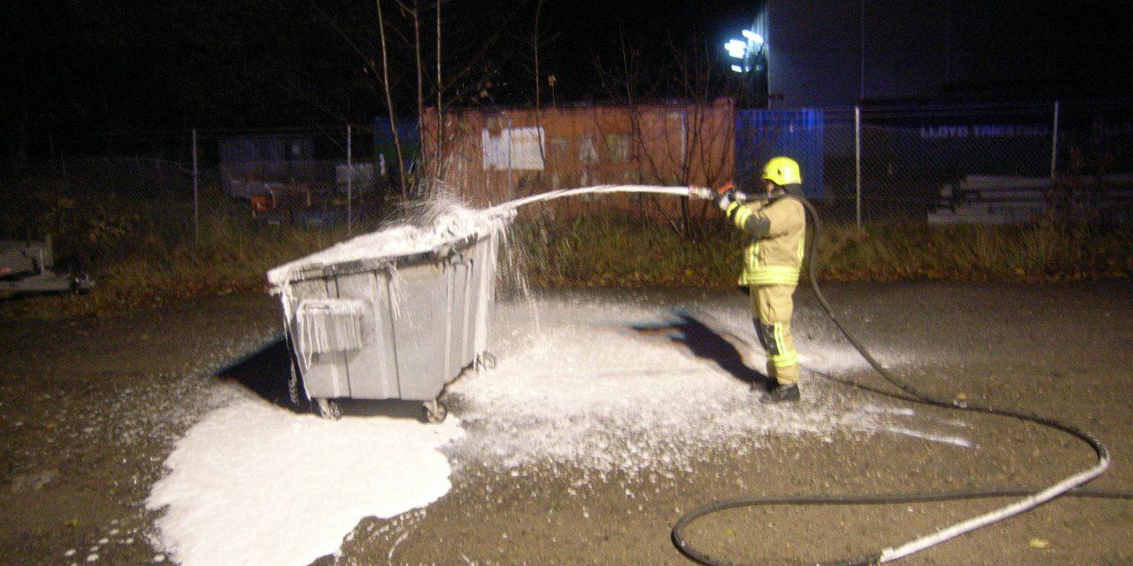 Brennt Müllcontainer