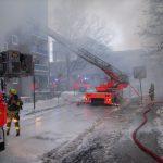 Niederschlagender Rauch erschwerte die Brandbekämpfung.