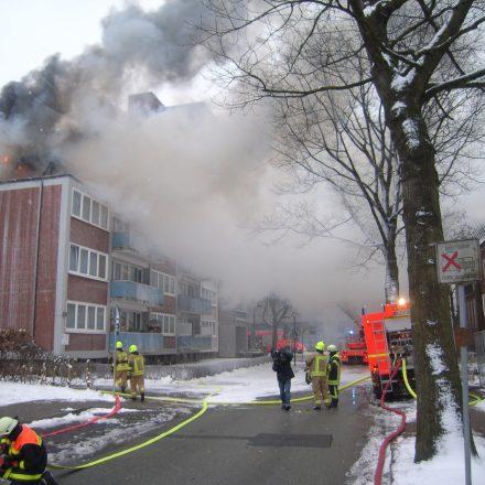Die gesamte Fläche des Dachgeschosses (ca 250m²) brannte.