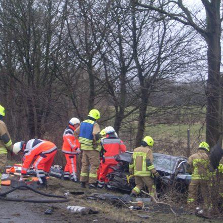 Arbeiten Hand in Hand von Rettungsdienst und Freiwilliger Feuerwehr