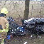 Das Unfallfahrzeug nach der Befreiung des Fahrers
