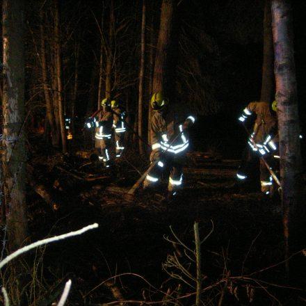 Verbliebene Brandnester werden gesucht und abgelöscht