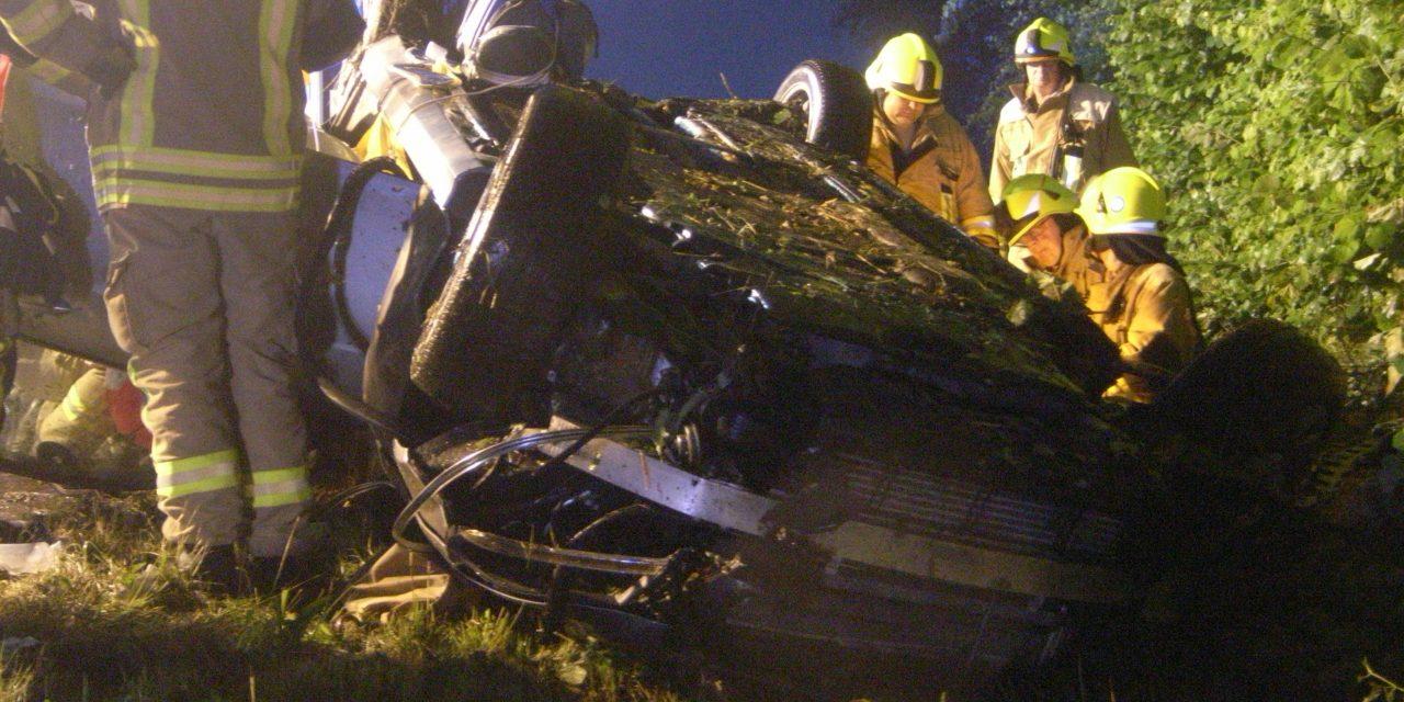 Verkehrsunfall, PKW liegt auf Dach