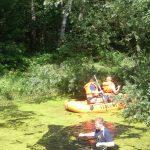 Mit Schlauchboot und Wathosen wurde der Teich abgesucht.