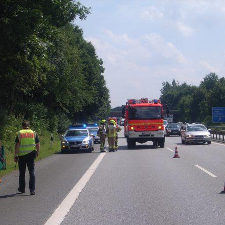 Sperrung des rechten Fahrstreifens durch die Feuerwehr