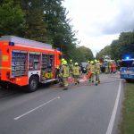 Einsatzstelle von Pinneberg kommend gesehen, die Rettungsgeräte werden vorbereitet.