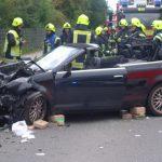 Das Audi Cabrio ist schwer beschädigt, alle Sicherheitseinrichtungen darin haben ihre Arbeit getan und somit Schlimmeres verhindert.