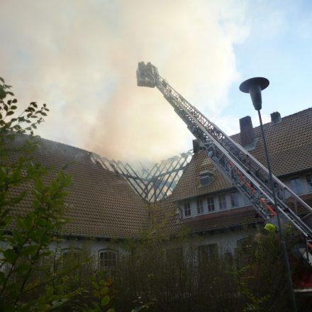 In der alten Dachkonstruktion konnte sich das Feuer über die gesamte Gebäudefläche ausbreiten.
