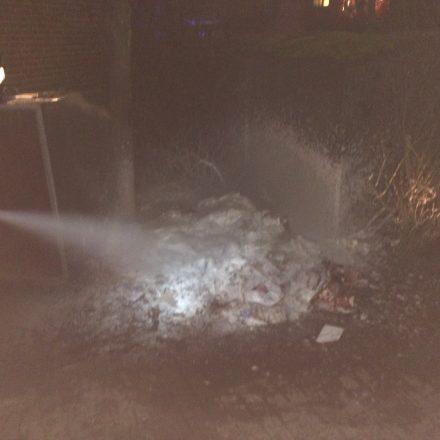 Heinrich-Boschen-Straße brennt Papiermülltonne