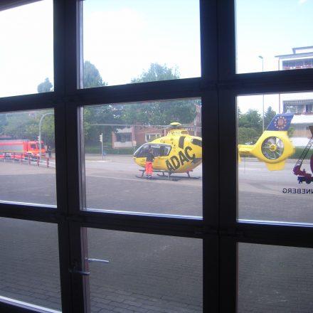 Landung des Rettungshubschraubers direkt auf dem Vorplatz der Hauptfeuerwache