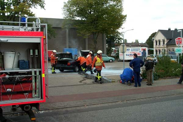 Die Autofahrerin konnte noch Wertgegenstände aus ihrem Fahrzeug retten