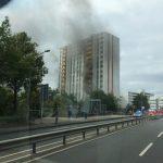 Rauchentwicklung auf der Rückseite des Gebäudes