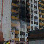 Die Brandbekämpfung im Innenangriff zeigt Erfolg