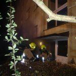Rauch zieht aus einem Treppenhaus