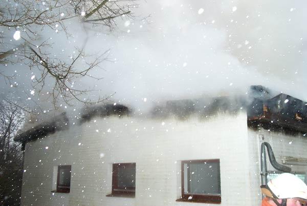 Das Feuer konnte sich in der Hohlschicht des Daches rasend schnell ausbreiten