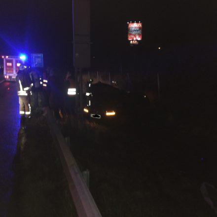 Der Fahrer war nicht eingeklemmt, jedoch verletzt.