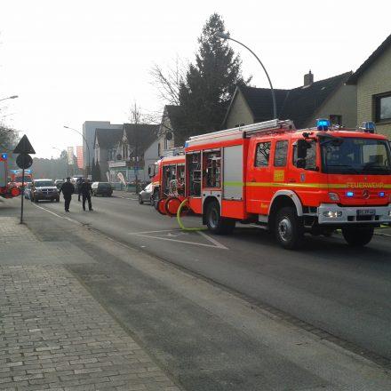 Aufgrund des Einsatzes musste die Elmshorner Straße in dem Bereich komplett gesperrt werden.