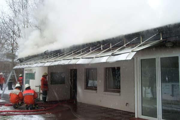 Die gesamte Dachfläche war nicht begehbar und mußte von innen geöffnet werden