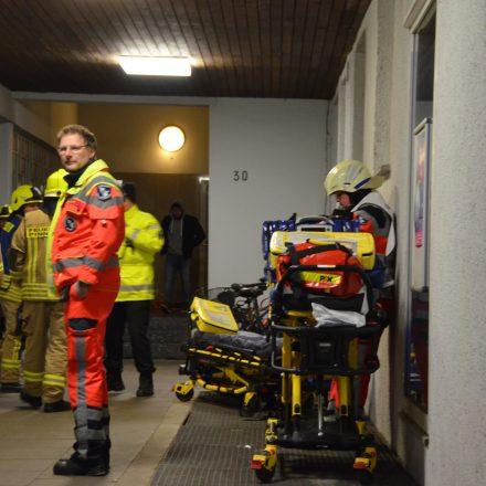 Rettungsdienst und Feuerwehr am Haupteingang