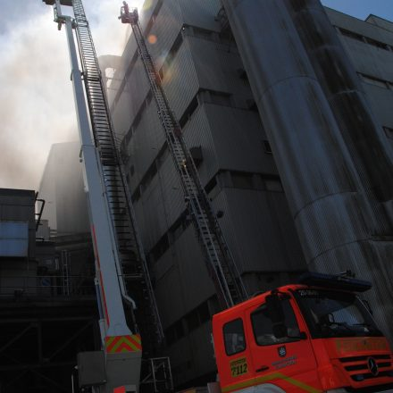 Brandbekämpfung mit Hubrettungsgeräten
