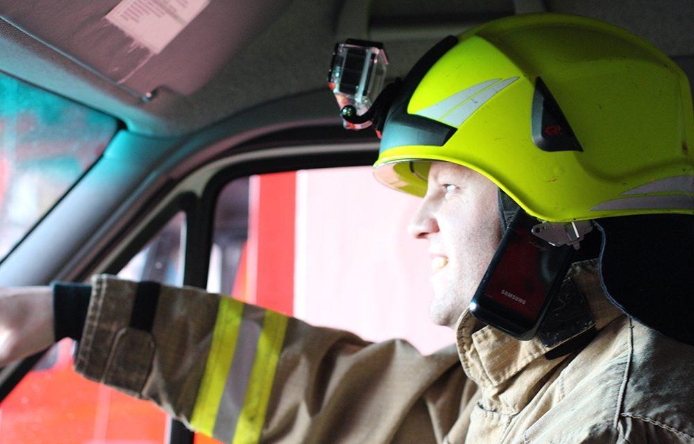 Führungskräfte werden mit Helmkameras und Smartphones ausgestattet