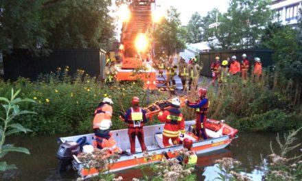 Gemeinsame Übung von DLRG und Feuerwehr Pinneberg